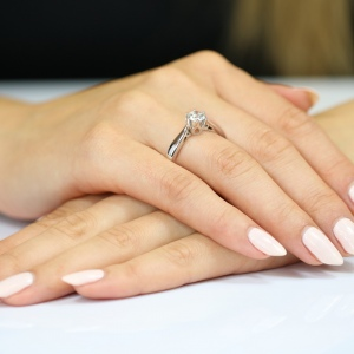 Pierścionek zaręczynowy 585 białe złoto z brylantem 0,40ct