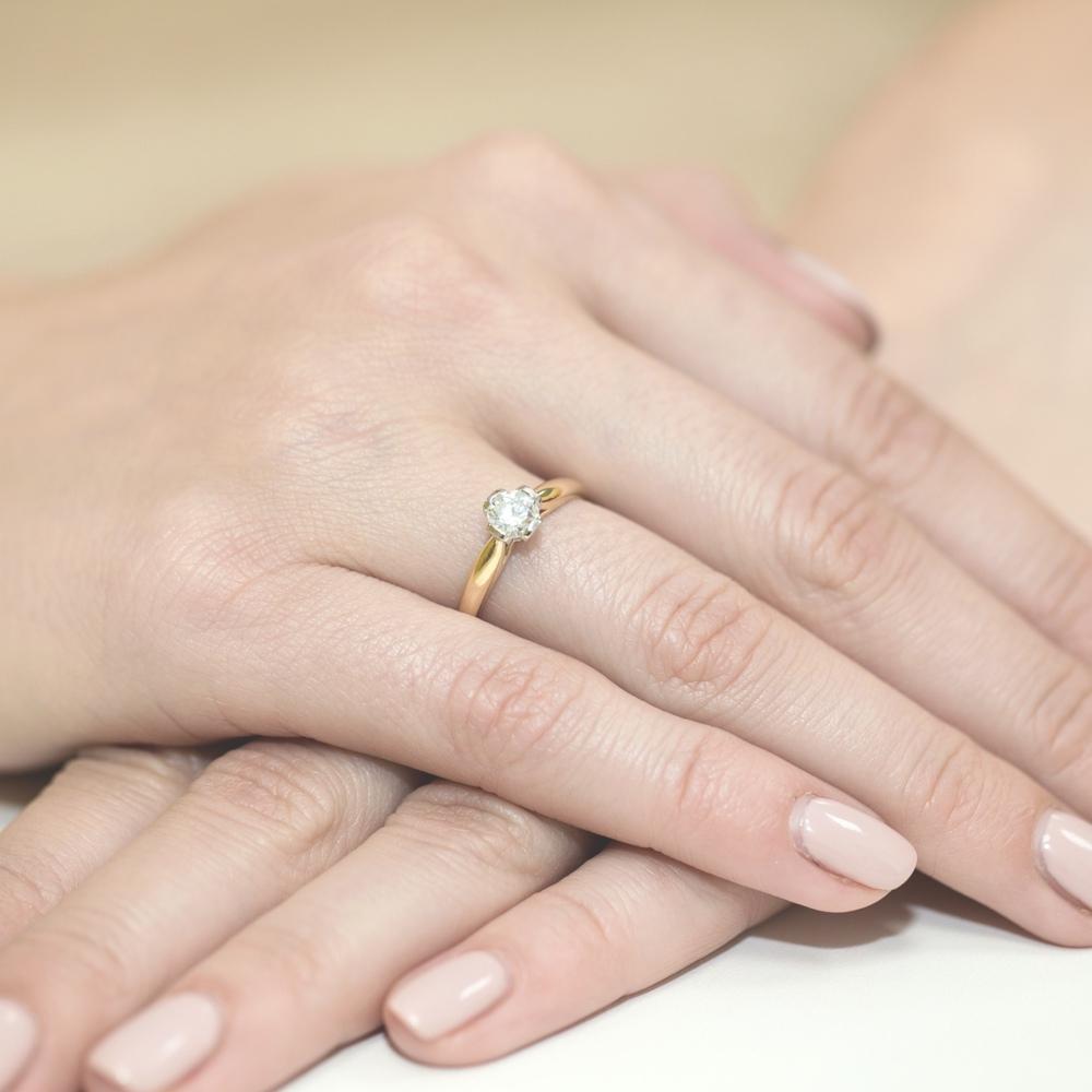 Pierścionek zaręczynowy 585 złoto z brylantem 0,30