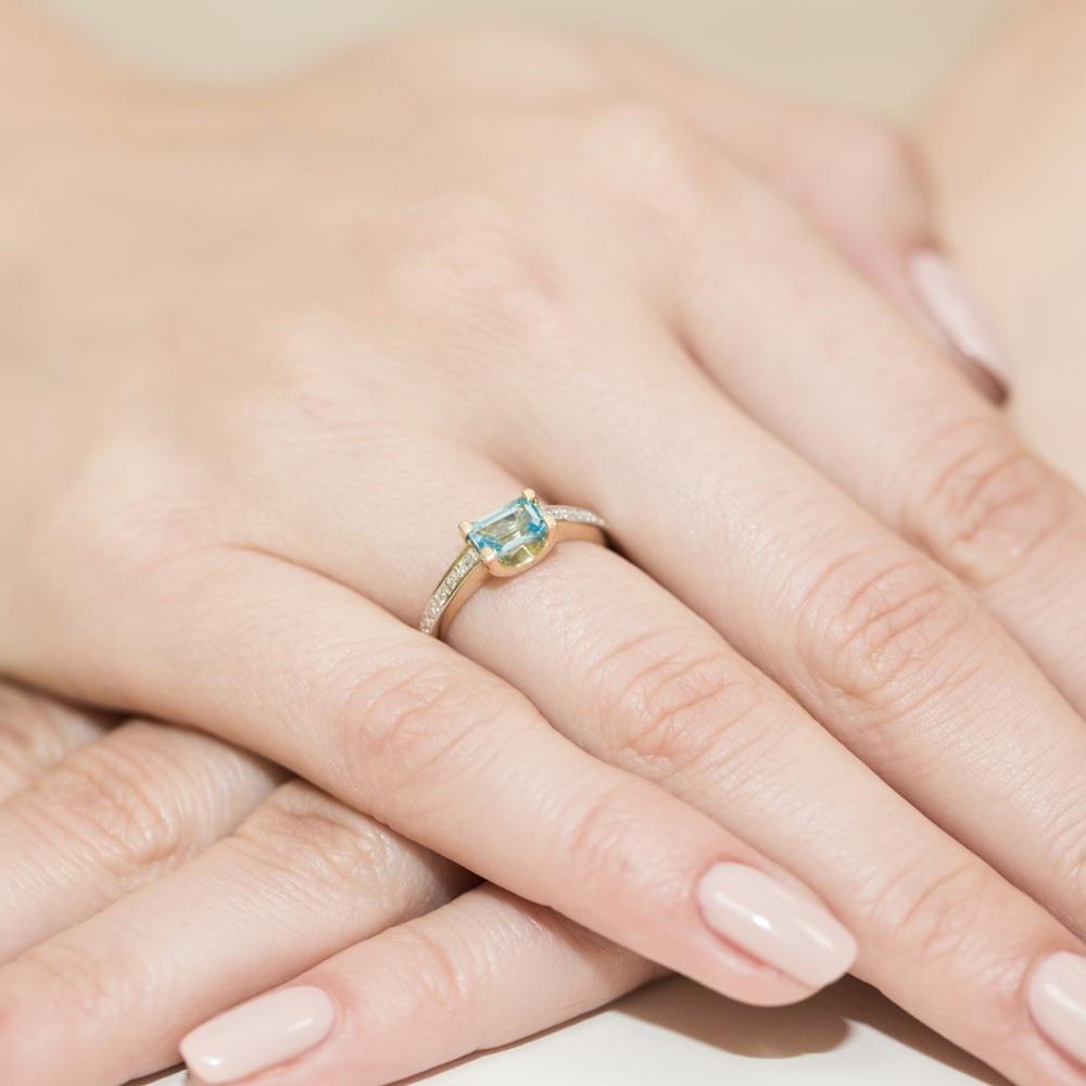 Pierścionek zaręczynowy 585 złoto z topazem 0,65ct i brylantami