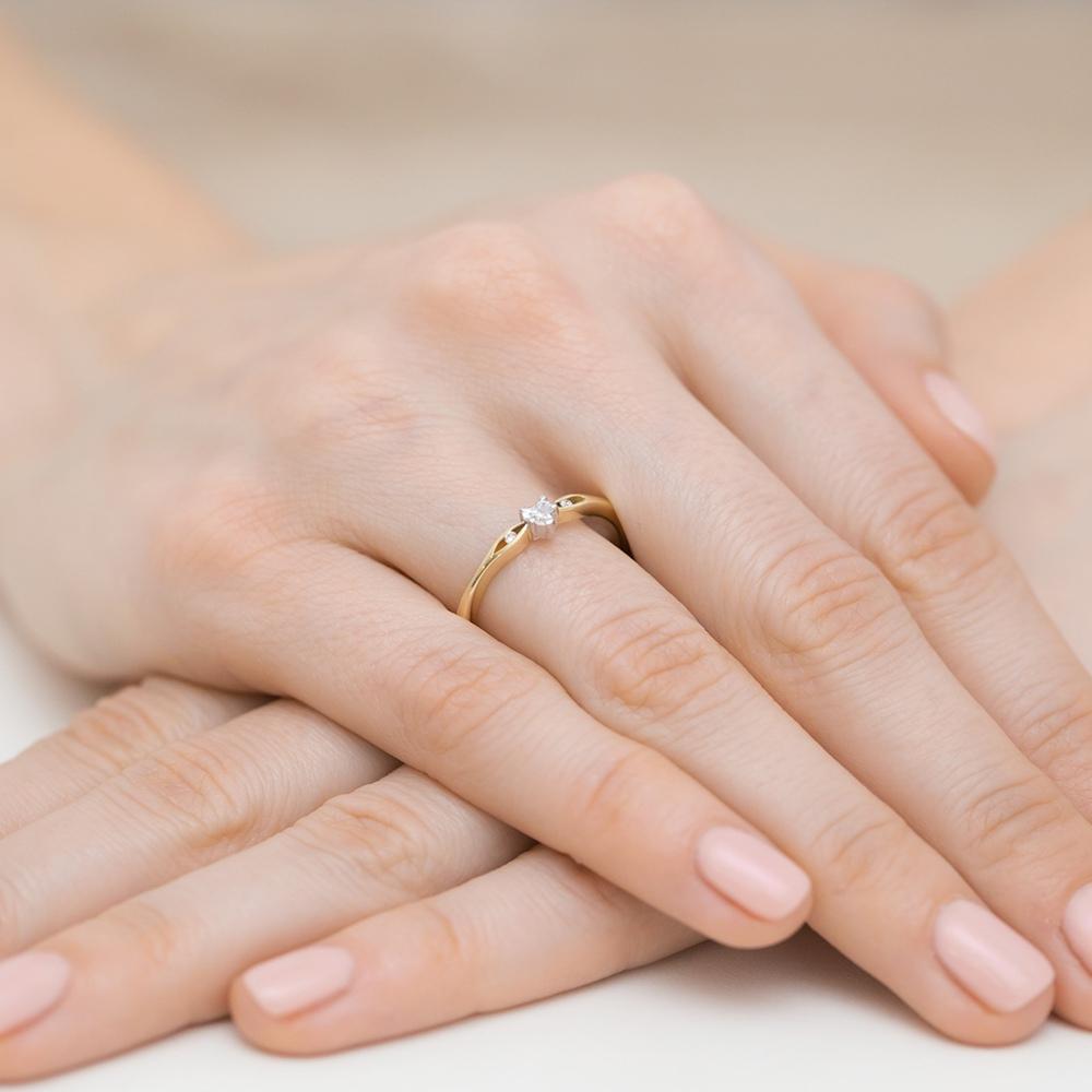 Pierścionek zaręczynowy z brylantami 0,12ct pr.585