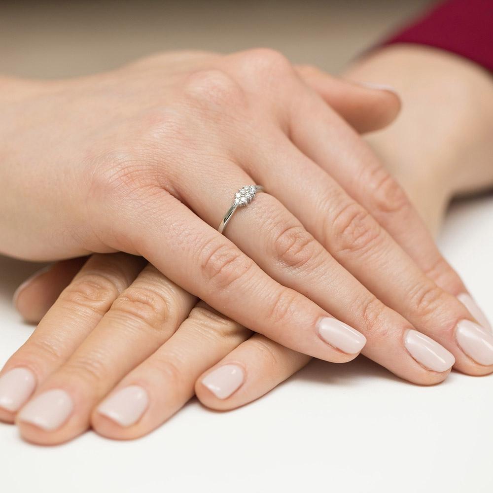 Pierścionek zaręczynowy z brylantami 0,11ct pr.585