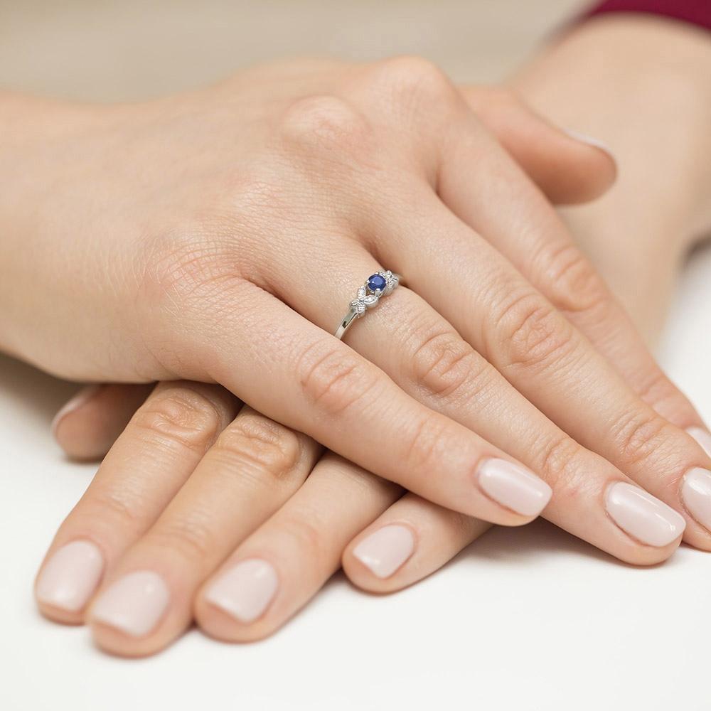 Pierścionek zaręczynowy z szafirem 0,15ct i brylantami pr.585