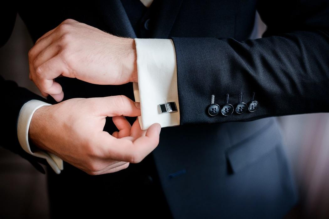 Jak dobierać ślubne spinki do mankietów